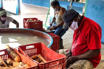 Fábrica produz farinha para a mesa do consumidor macaense...